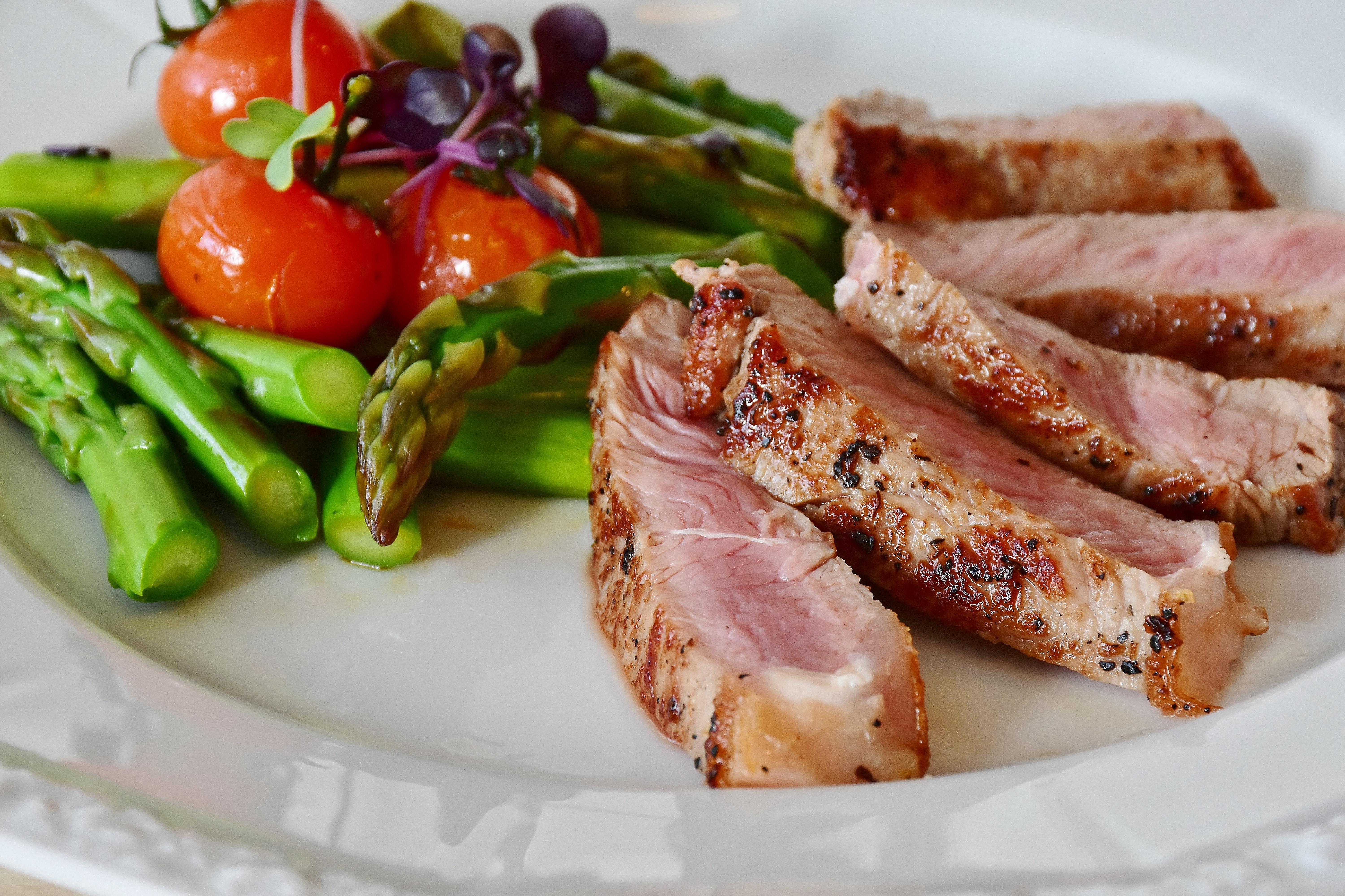 asparagus-steak-veal-steak-veal-361184.jpeg?cs=srgb&dl=pexels-pixabay-361184.jpg&fm=jpg